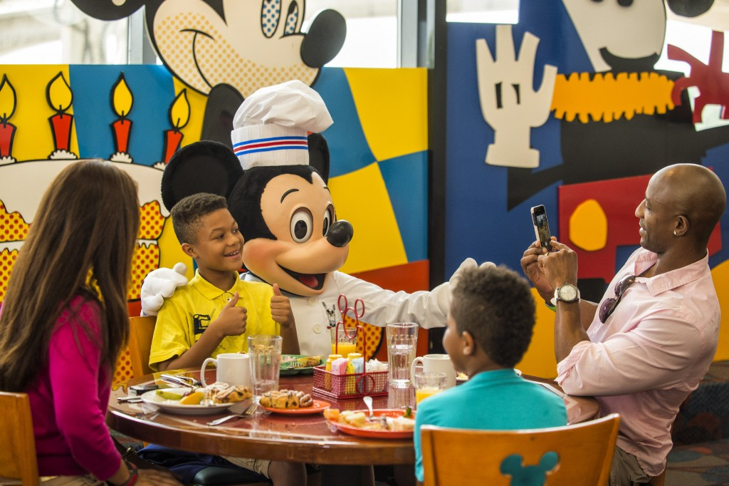 Are There any Buffet Character Dining Experiences at Disney World?