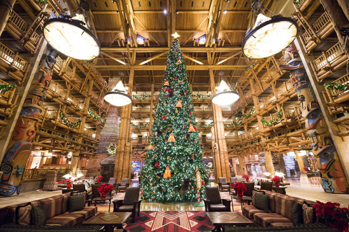 When do the Christmas Decorations Come Down at WDW