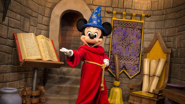 8 of Our Favorite Places to Meet Mickey Mouse at Disney World