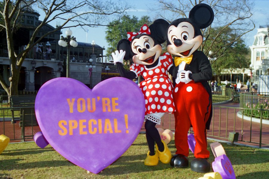 7 Ways to Add a Bit of Romance to Your Disney World Vacation