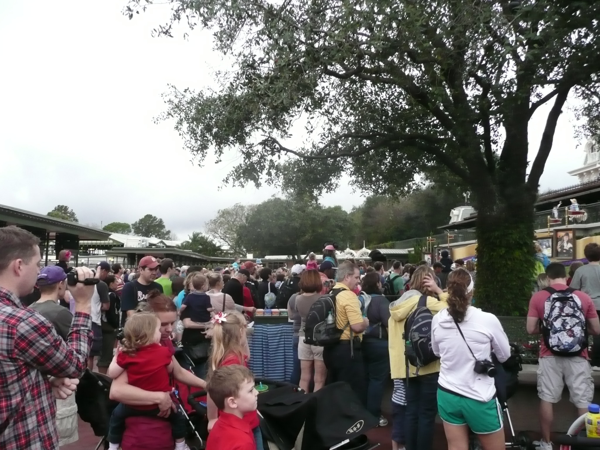 9 Strategies For Dealing With the Crowds at Walt Disney World