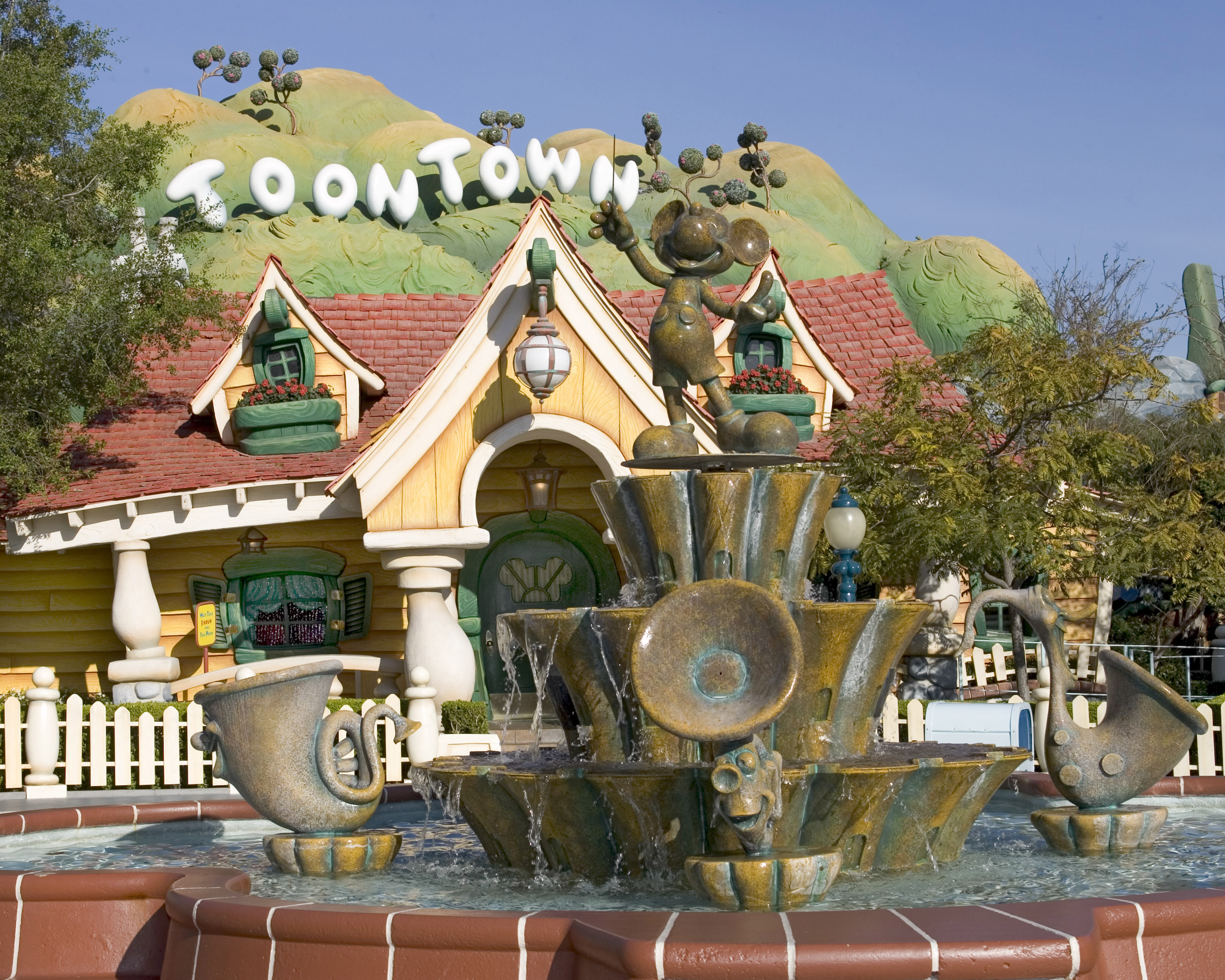 Top 6 Rides and Attractions for Preschoolers at Each Disneyland Theme Park