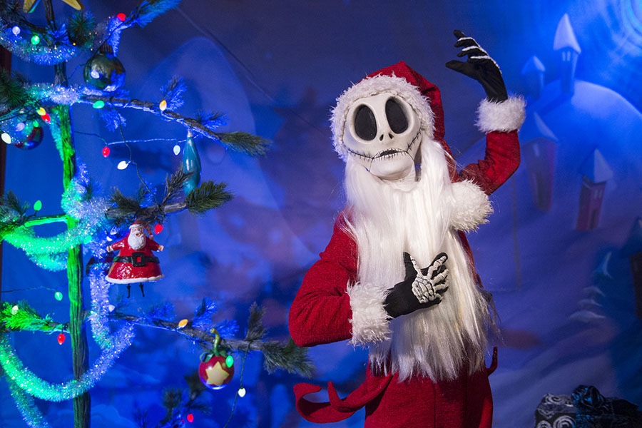 7 Must-Do Meet and Greets at Mickey's Very Merry Christmas Party