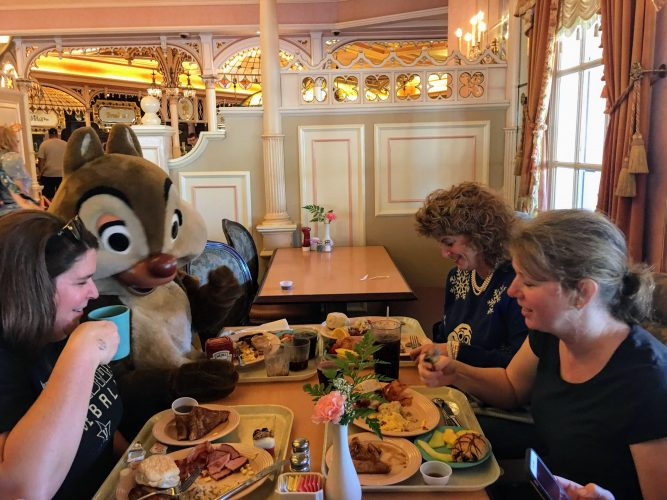 Character Breakfast with Chip and Dale Plaza Inn Disneyland