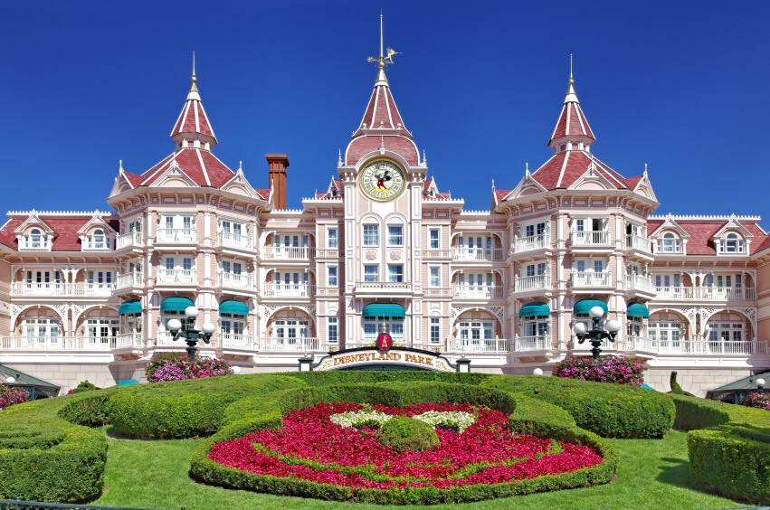 4 Ways to Financially Plan Ahead for Your Trip to Disneyland Paris