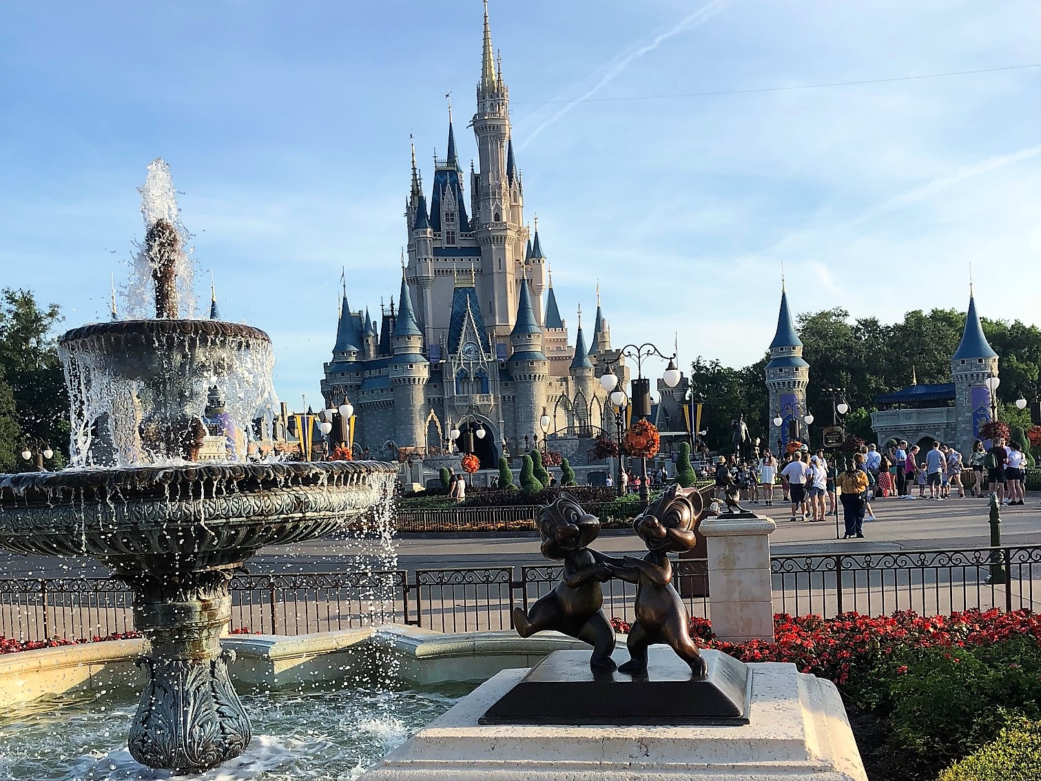 What are the current discounts available at Walt Disney World?