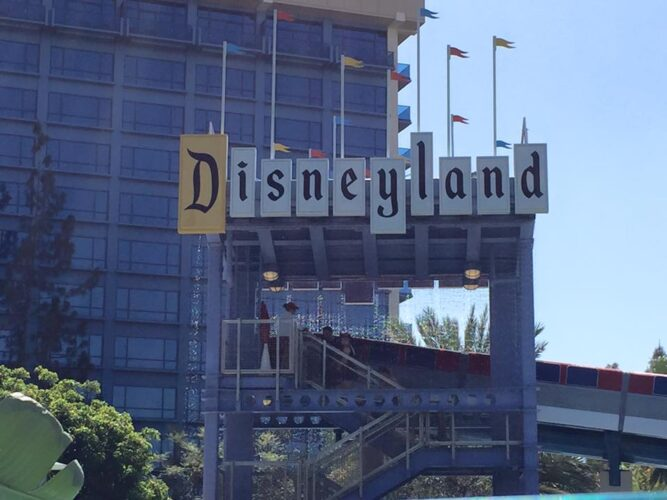 What are the Best and Worst Times to Visit Disneyland Parks