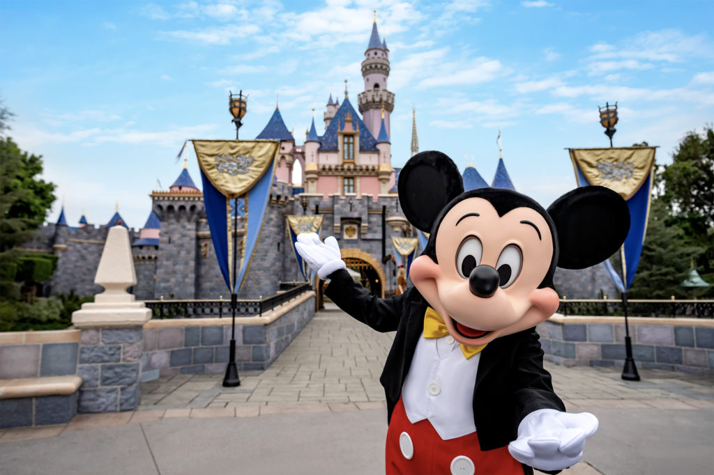 8 Tips to Stay Comfortable While Wearing a Mask at Disneyland